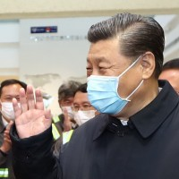 Xi Jinping visits workerst in Wuhan